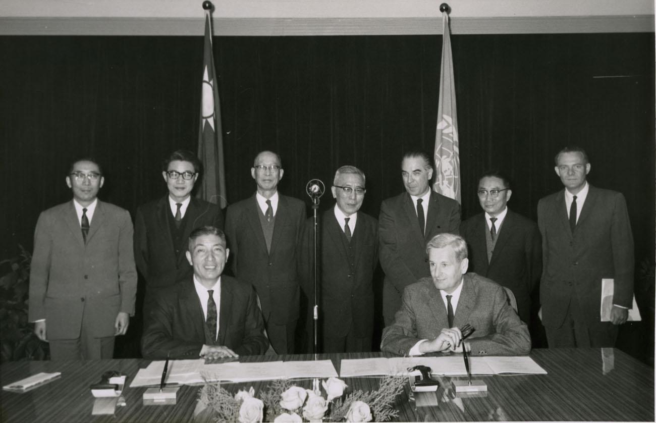 1964年12月,與聯合國技術協助局駐華代表溫特簽署改良林相計劃